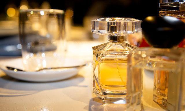 Dlaczego niektóre perfumy są tak drogie i czy naprawdę są warte swojej ceny